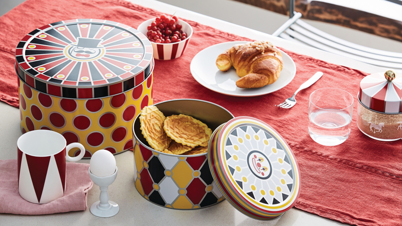 Alcuni oggetti della collezione Circus per allestire la prima colazione