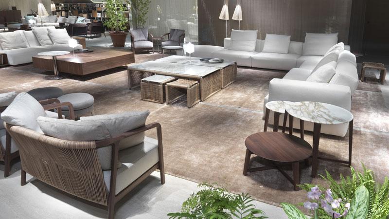 Pouf Feel Good, Canapé Lario, Petits fauteuils Crono, Petites tables Tindari et Jiff
