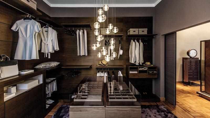 Oli walk-in closet