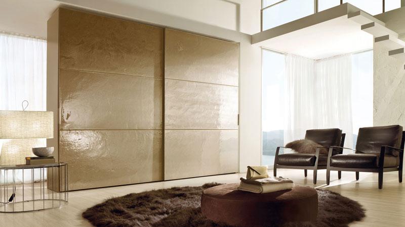 Armadio scorrevole ad anta grande - vetri artigianali Terradiluna - maniglie in cuoio