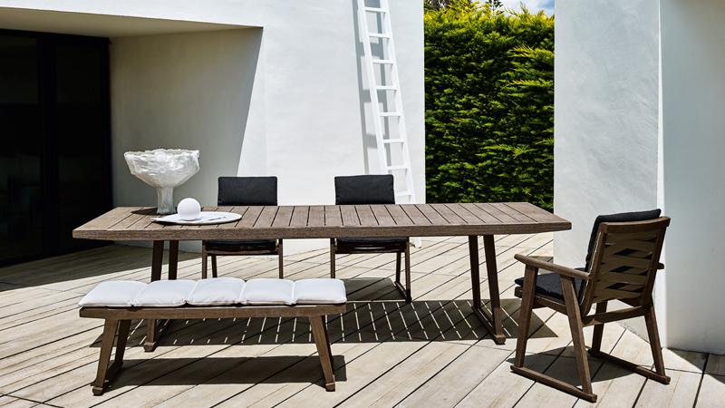 Gio table and armchair