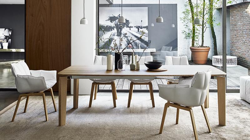 Tisch Oskar