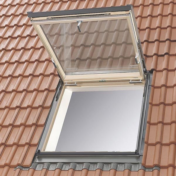 Lucernari elettrici per tetti prezzi lucernari per tetti for Lucernari per tetti