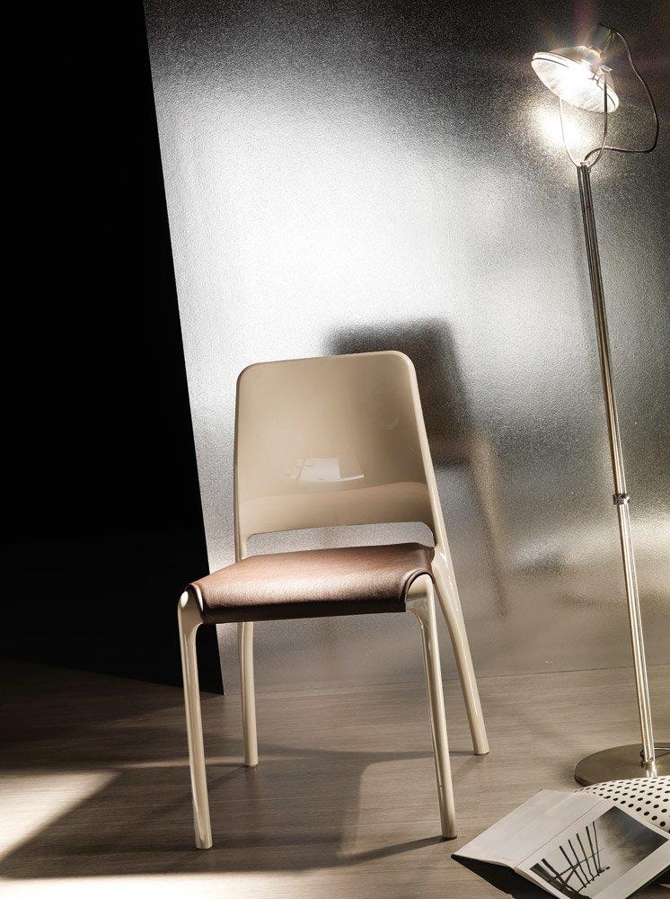 Sedie sedia hole da ozzio italia for Sedie design treviso