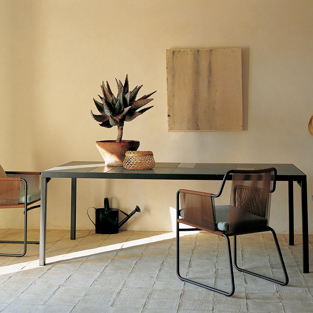 Tavolini da esterno tavolo flat da roda for Tavolini da esterno