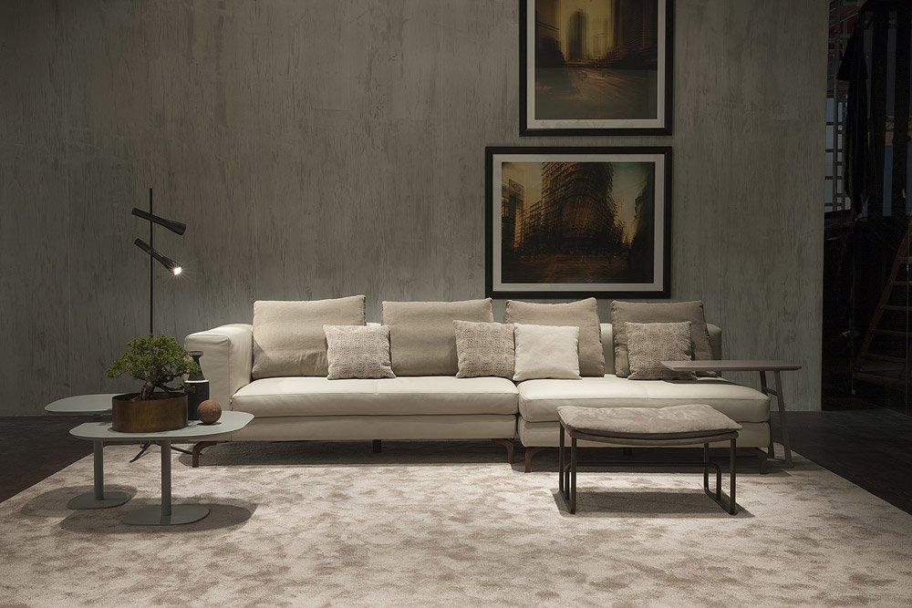 Divani con penisola composizione spike da doimo sofas for Divani trentino alto adige