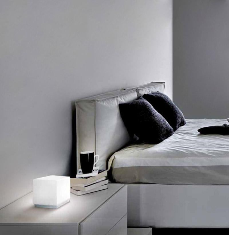Cubi zero leucos lampade da tavolo comodino com lumi for Lumi da comodino