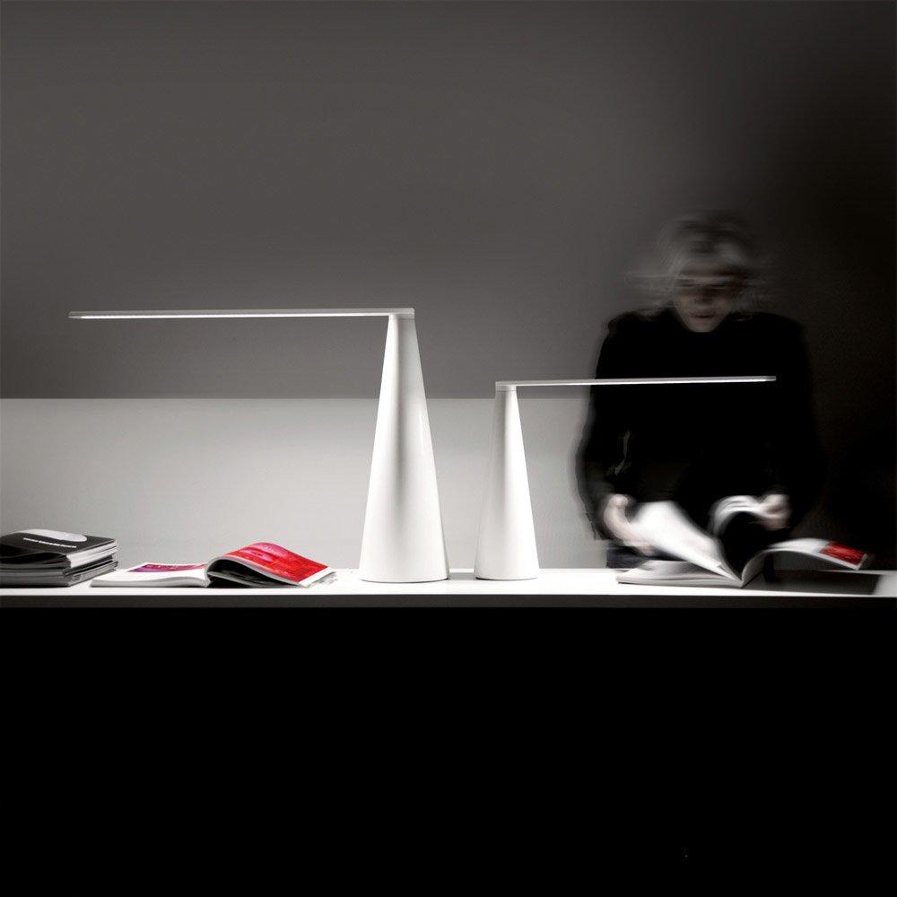 Lampade da tavolo lampada elica da martinelli luce for Luce da tavolo