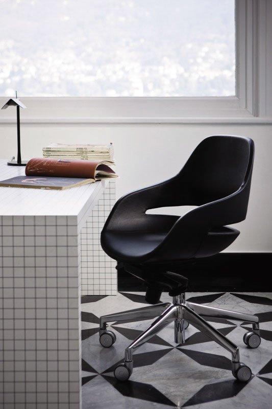 Catalogue petit fauteuil eva zanotta designbest for Petit fauteuil de bureau