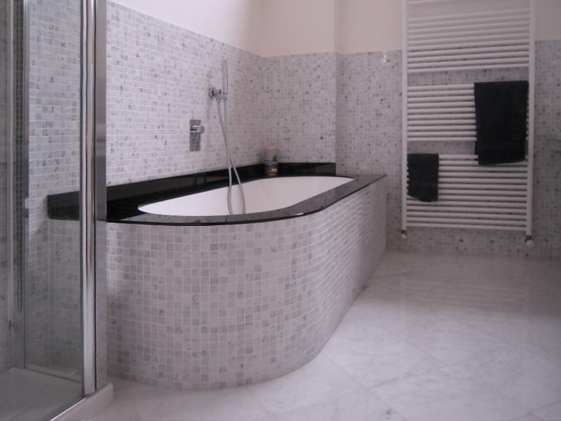 Bagno con rivestimento basso boiserie in ceramica per bagno - Acquisto piastrelle detrazione ...