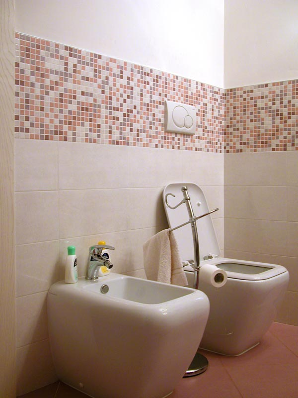 bagno con piastrelle a mosaico in madreperla e vetro pictures to pin