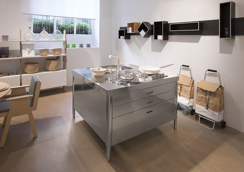 Cucine Free Standing: Cucina [D] da Alpes Inox