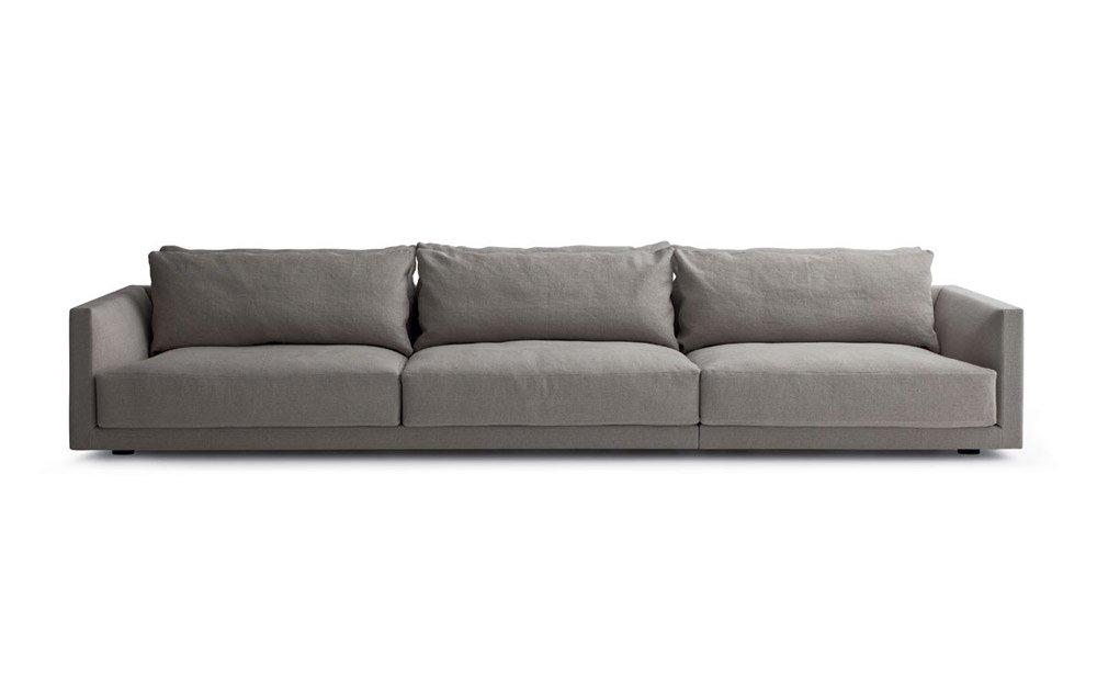 Divani quattro o pi posti divano bristol da poliform for Divano quattro posti