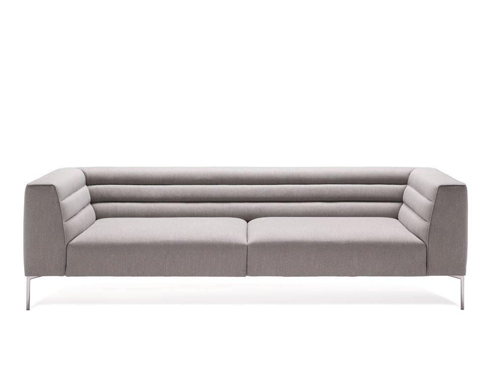 Divani quattro o pi posti divano botero da zanotta for Divano quattro posti misure