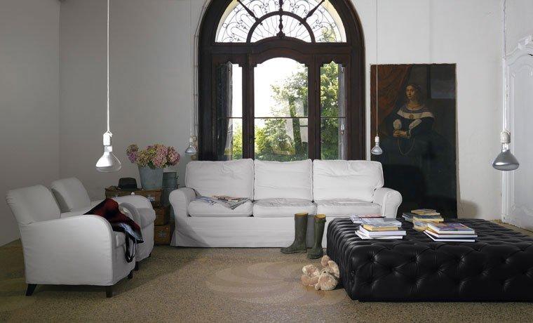Divani tre posti divano regent s da de padova for Divano quattro posti misure