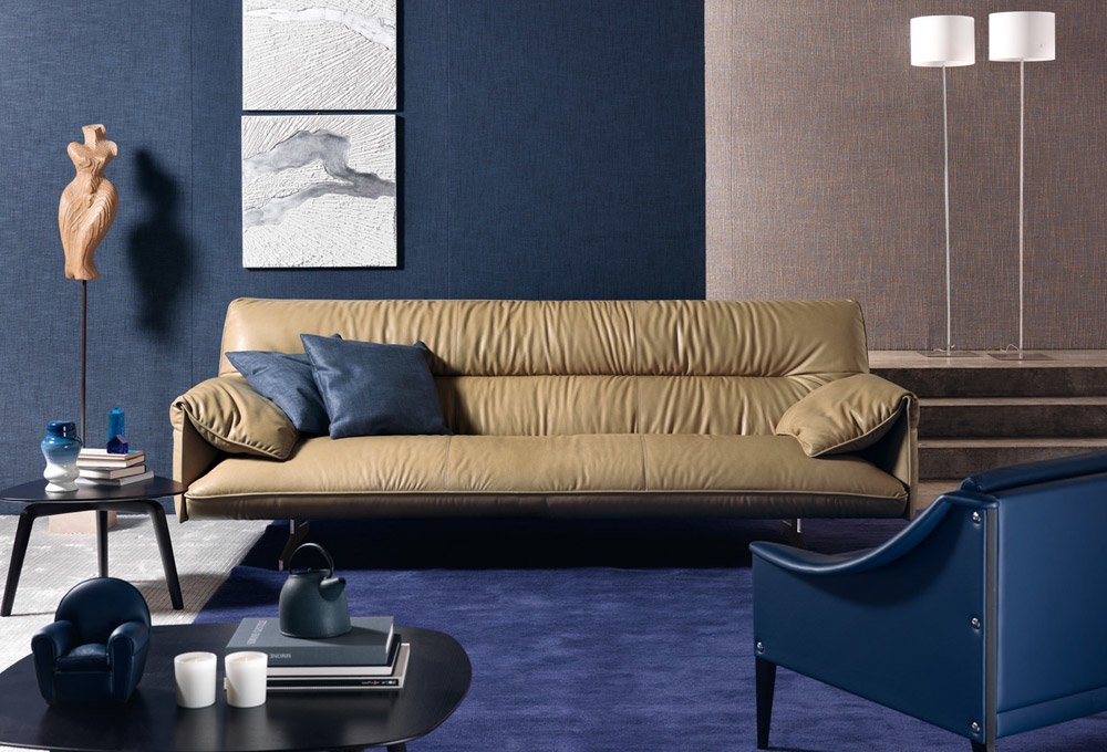 Divani tre posti divano antohn da poltrona frau for Frau divani outlet
