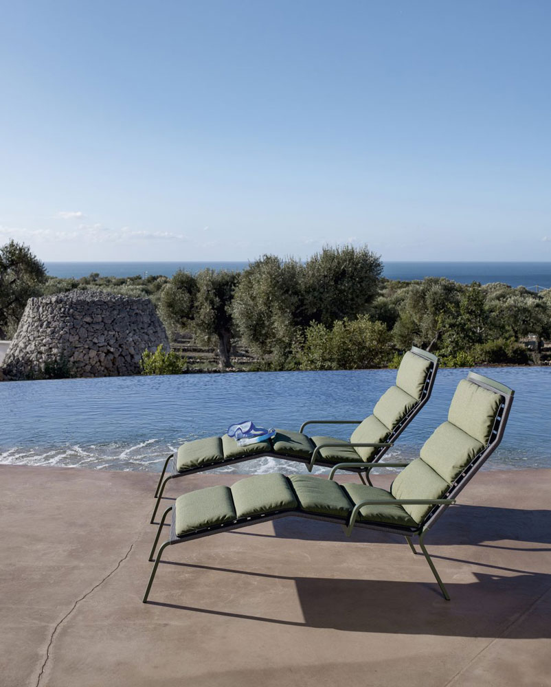 Sun beds and chaise longue lounger rest by kristalia for Chaises longues aluminium