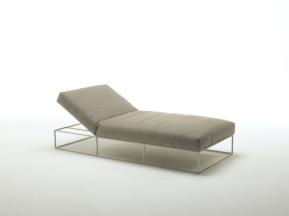 Sun beds and chaise longue sunbed ile club by living divani for Chaise longue divani e divani