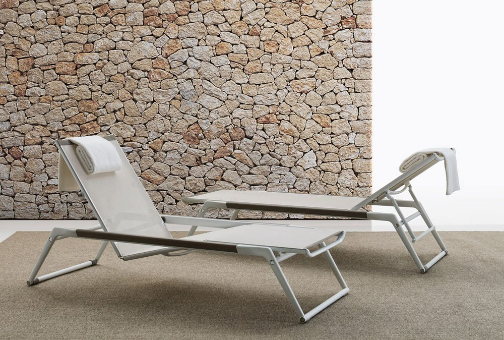 Sun beds and chaise longue chaise longue mirto by b b italia for Chaise longue classic design italia