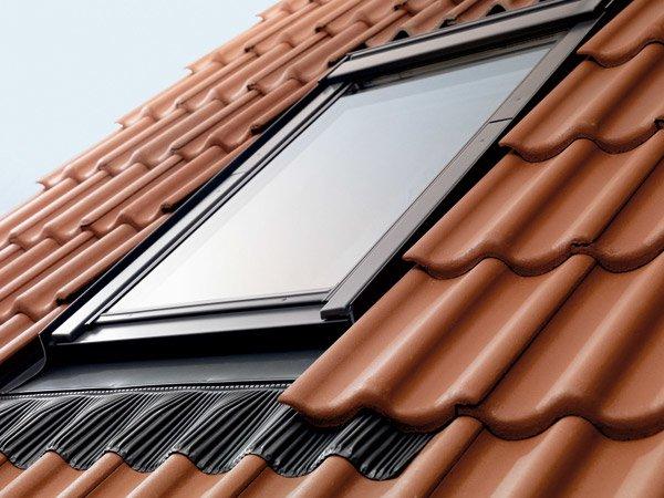 Lucernari per tetti tutte le offerte cascare a fagiolo for Finestre velux manuali