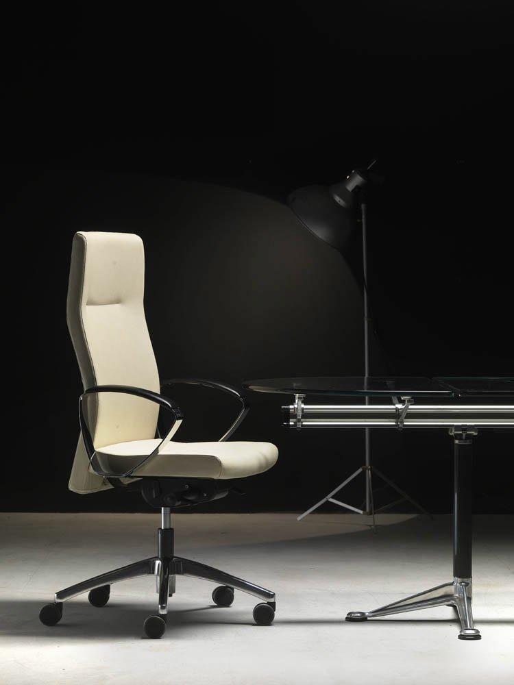 Catalogue petit fauteuil morea dirigent vaghi designbest for Petit fauteuil de bureau
