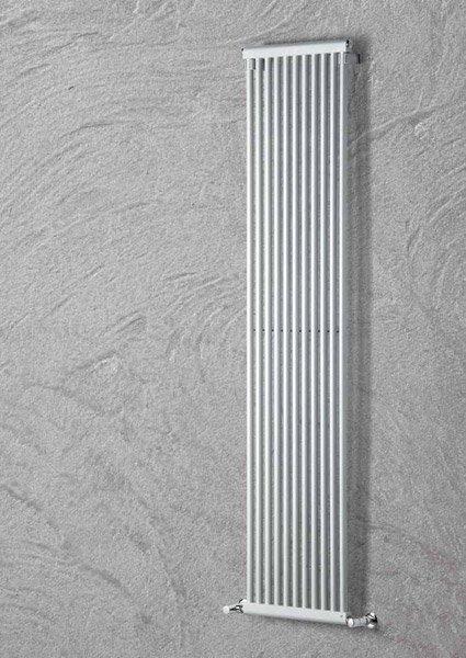 Radiatori di arredo radiatore tv da brandoni for Radiatori di arredo