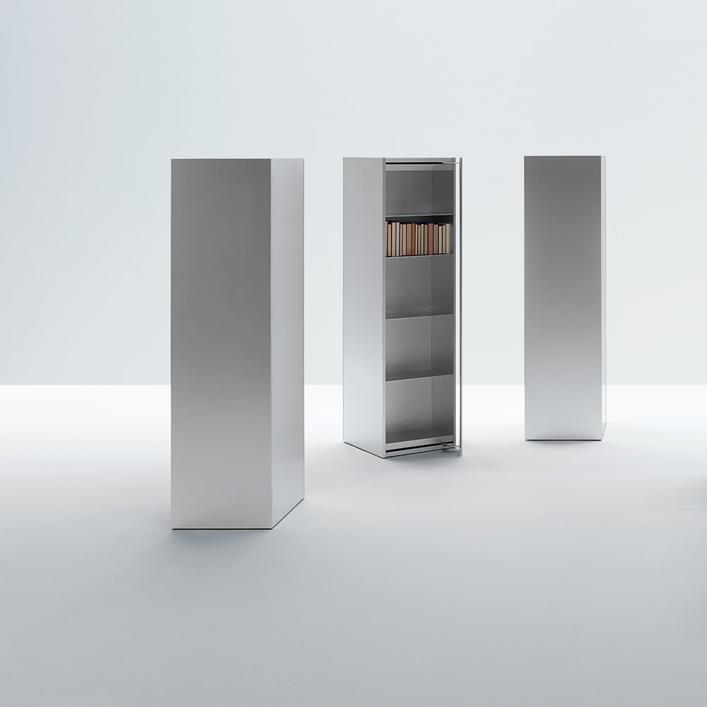 Scaffali e librerie totem lessless da unifor for Unifor milano