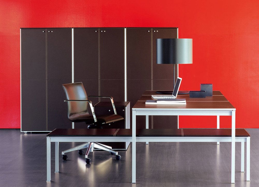 fantoni schreibtische und arbeitstische schreibtisch corium designbest. Black Bedroom Furniture Sets. Home Design Ideas