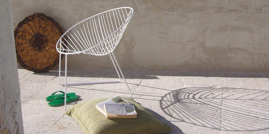 Sedie da giardino poltroncina leaf da arper for Sedie design treviso