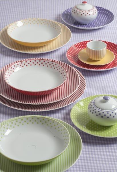 Emejing Servizio Piatti Colorati Cucina Images - Ideas & Design ...
