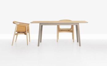 Tisch E8