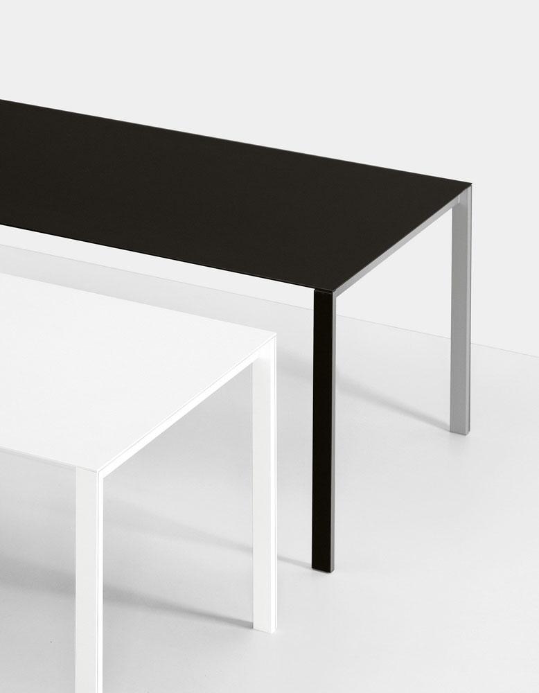 gartentische tisch thin k longo von kristalia. Black Bedroom Furniture Sets. Home Design Ideas