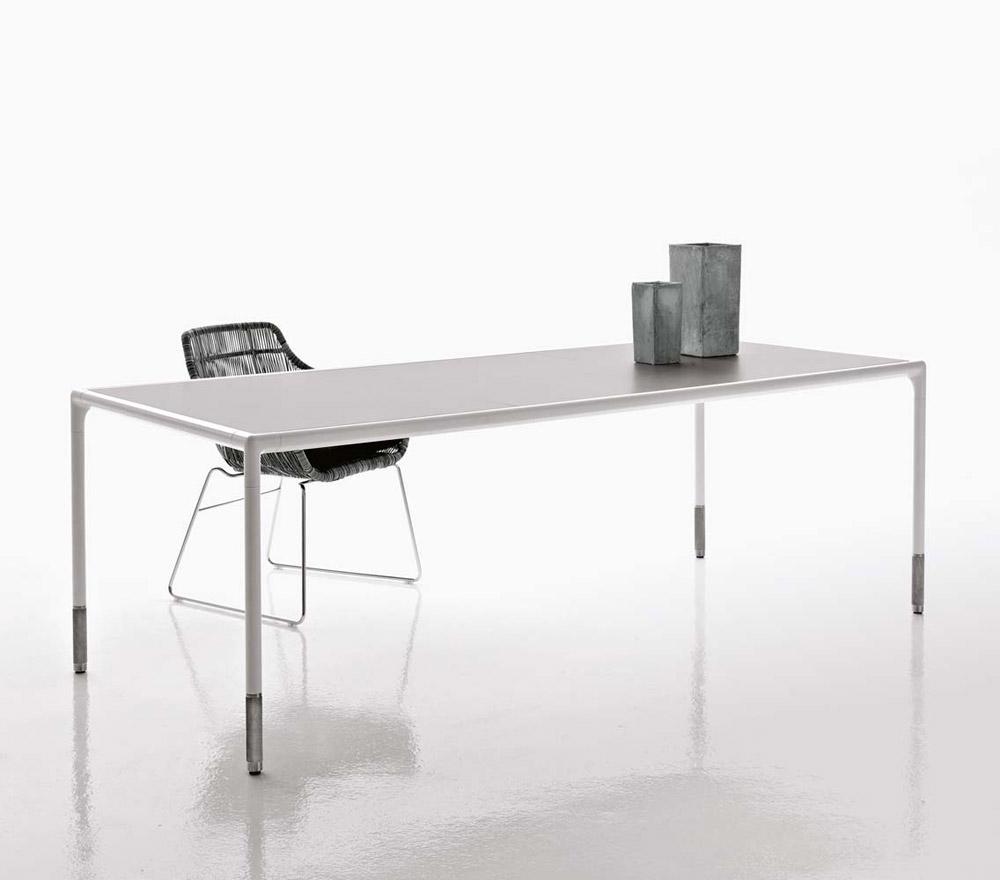 Tavolini da esterno tavolo springtime da b b italia for Tavolini da esterno