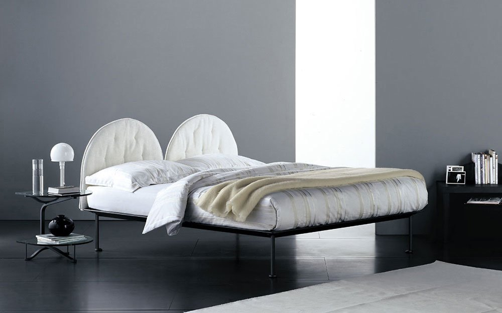 Double Beds: Bed Tappeto Volante by Flou