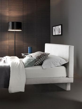 Letti matrimoniali rossetto design camera da letto for Letti design occasioni