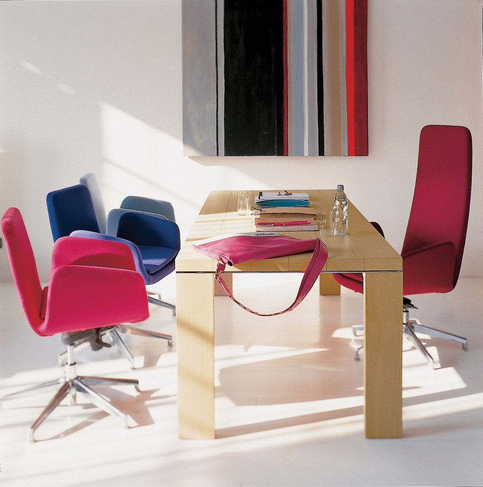 Catalogue petit fauteuil lady zanotta designbest for Petit fauteuil de bureau